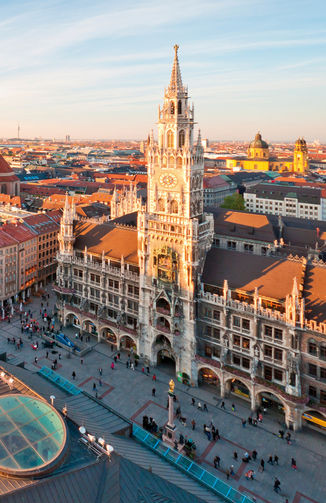 Panoramic view at the Marienplatz and the Frauenkirche, Munich, Germany (ouverture dans une nouvelle fenêtre)