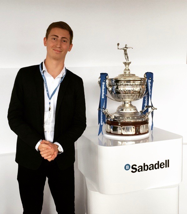 Standing next to the tournament trophy sponsored by Banc Sabadell